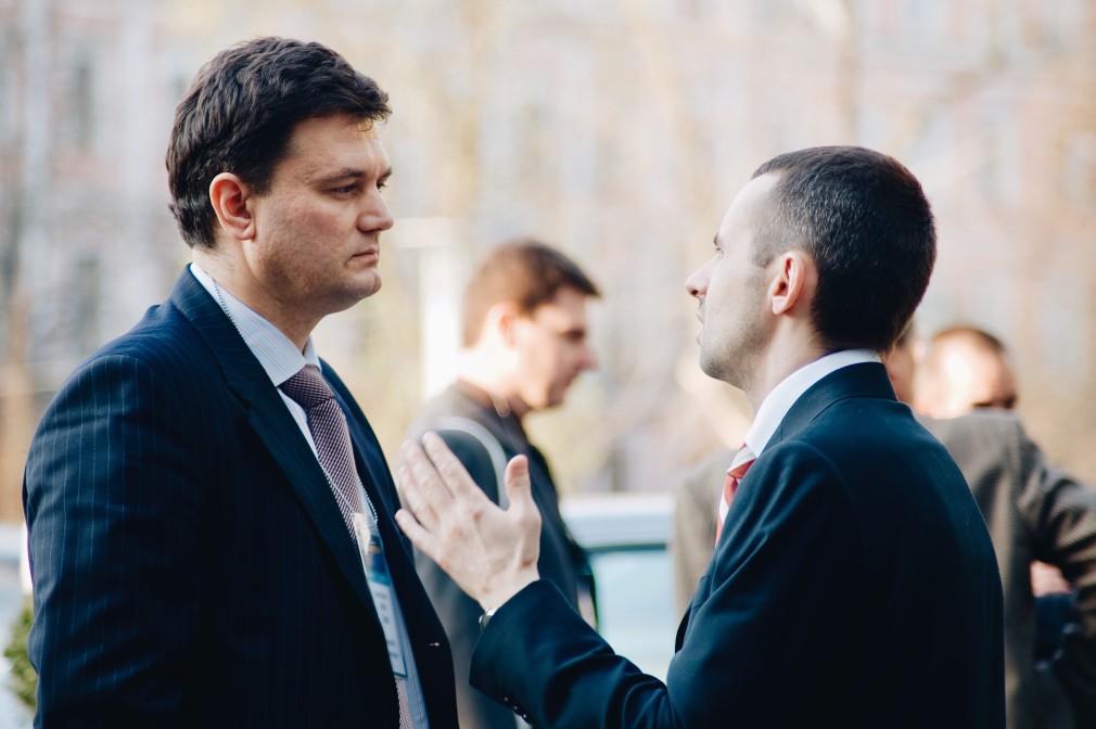 proteção patrimonial dos sócios - dois homens conversando