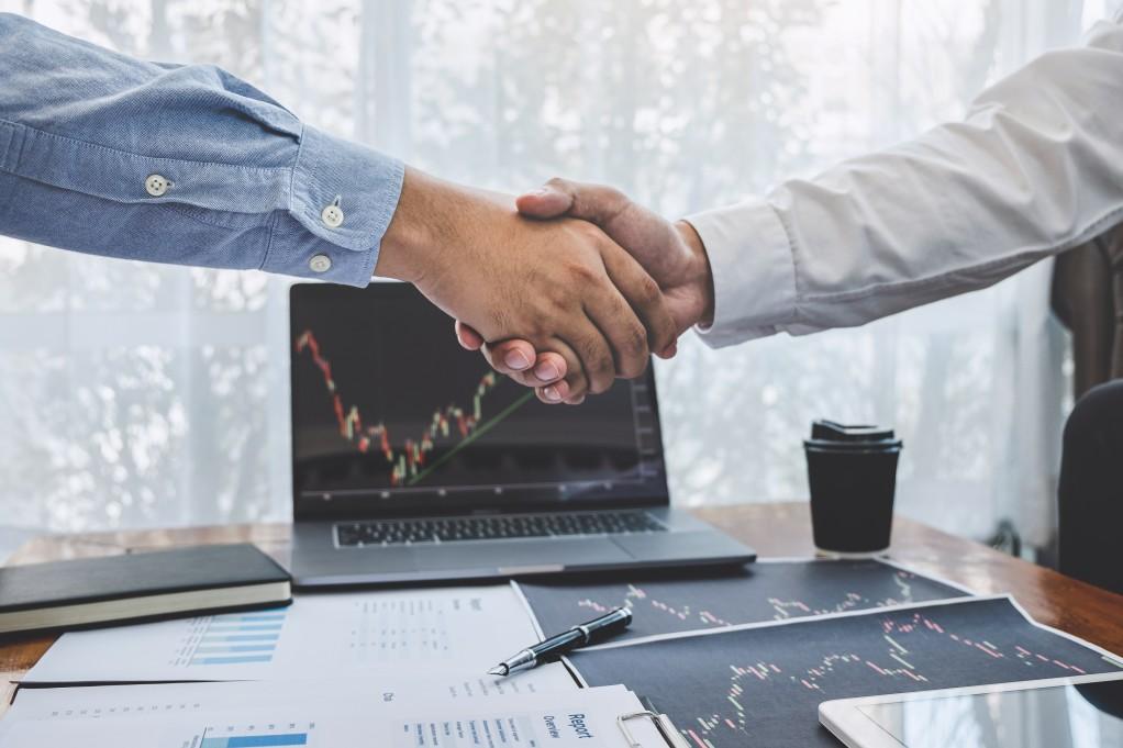 Joint Venture - homens apertando as mãos
